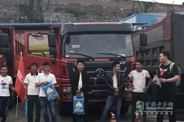 陕汽商用车开展为期2天的用户回访及轩德巡展活动
