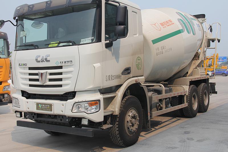 联合卡车U375 375马力 6X4 LNG混凝土搅拌车