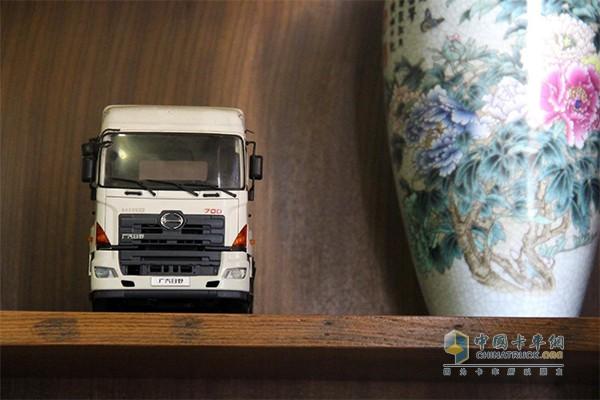 石总办公室摆放着广汽日野的车模