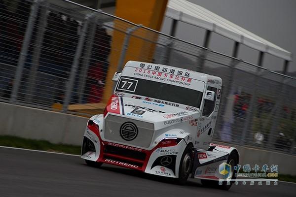 零公里润滑油车队David Vrsecky驾驶的BUGGYRA赛车