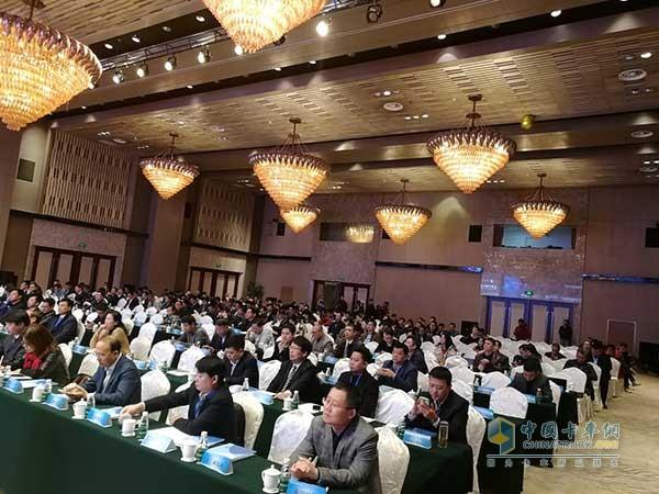 大会上正式向全国公布中国商用车经销商50强排行榜名单