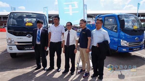 云南省商务厅副厅长周学文等一行领导莅临参观了时骏(SOJEN)汽车展位