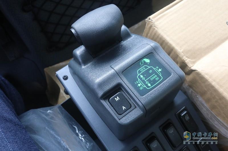 匹配的是型号为UG100-8同步器变速箱,Telligent电气换挡装置可以控制8个前进挡和6个倒车挡