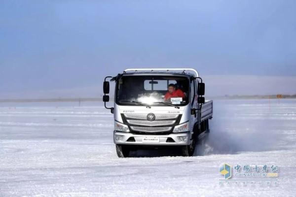 冬天行车避免急打方向
