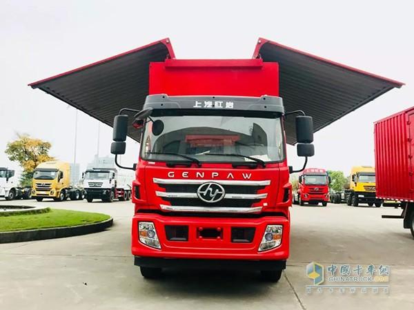 杰豹厢式、翼开启厢式运输车货箱最长可达9.8米