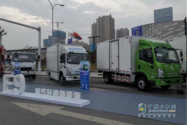 轩德E9纯电动产品展示