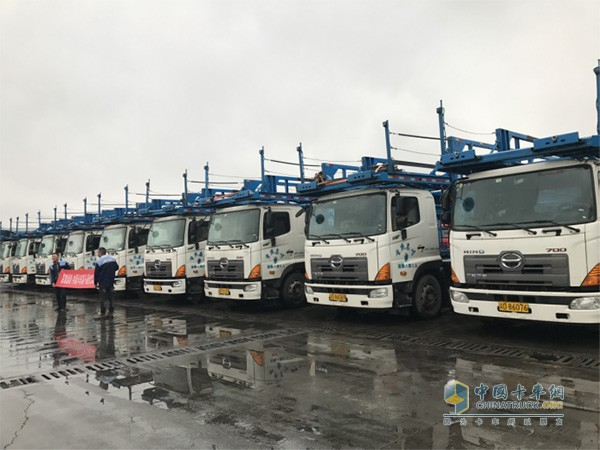 重庆嘉川正在使用中的广汽日野中置轴轿运车现场照片