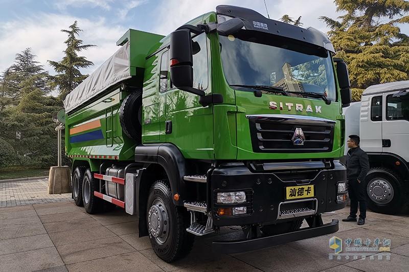 新斯太尔 D7B 8X4 国五 380马力 环保智能渣土车