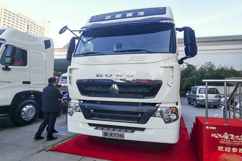 中国重汽 HOWO T7H 500马力 6×4 国六 牵引车