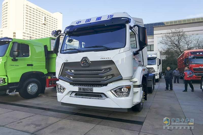 中国重汽 豪瀚 N7G 480马力 6×4 天然气 牵引车