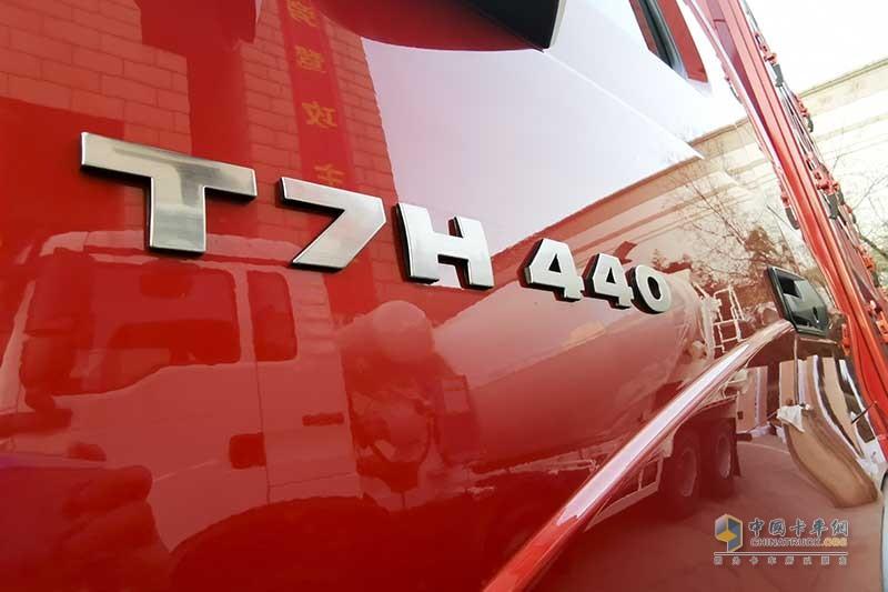 中国重汽 HOWO T7H 440马力 6×2 中置轴 货车列车