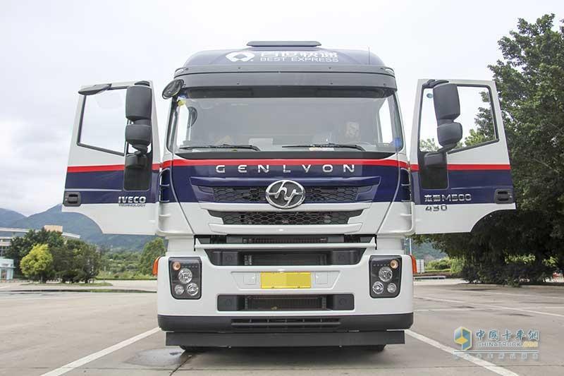 上汽红岩杰狮M500 430马力 6X2R 国五中置轴载货车