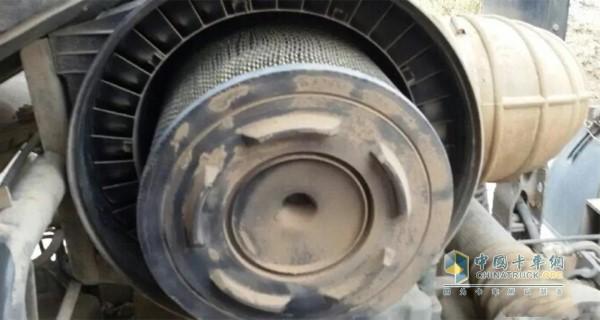 更换新的空气滤芯