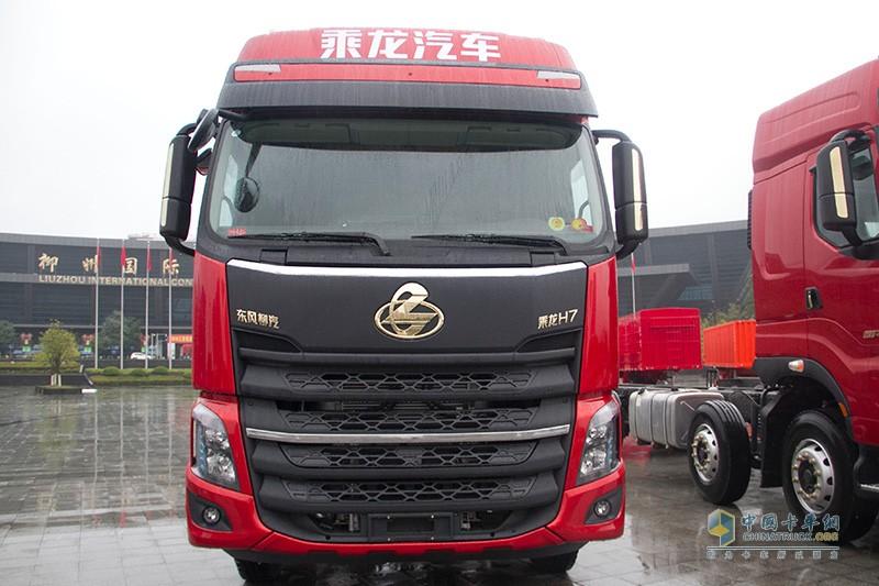 乘龙H7 2019款 赤焰红 550马力牵引车