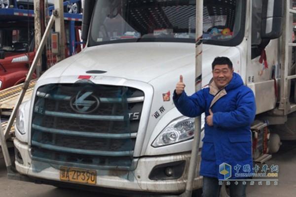 黄华和他的乘龙T5