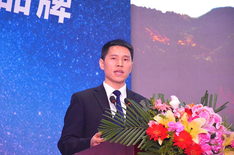 奥铃品牌副总经理张春来在现场宣导奥铃在西南地区战略布局