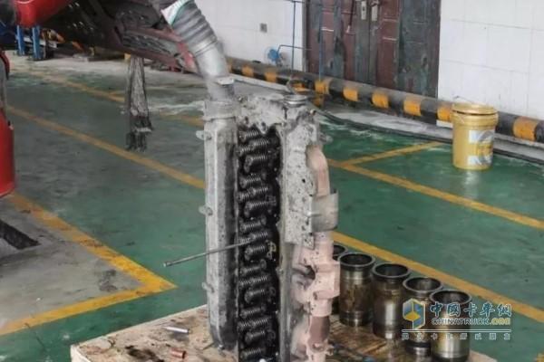 机油散热器破损