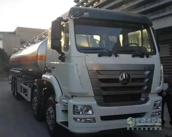 中国重汽豪瀚危化品运输车