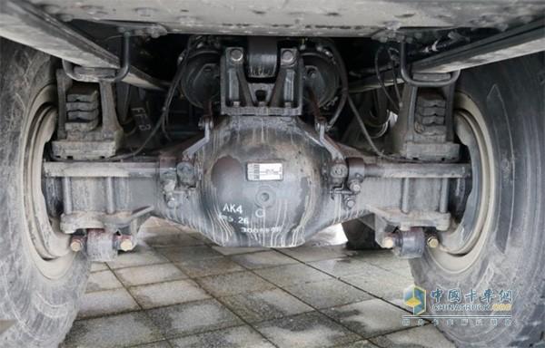 乘龙H7大马力工程车应用奔驰技术16T双级减速驱动桥