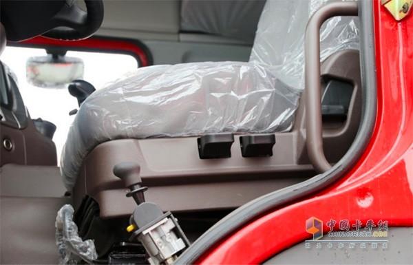 乘龙H7大马力工程车气囊减震座椅