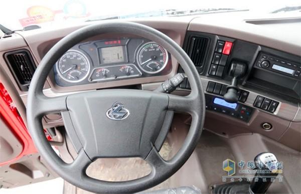 乘龙H7大马力工程车驾驶室