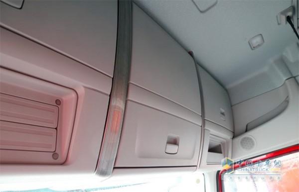 乘龙H7大马力工程车储物空间