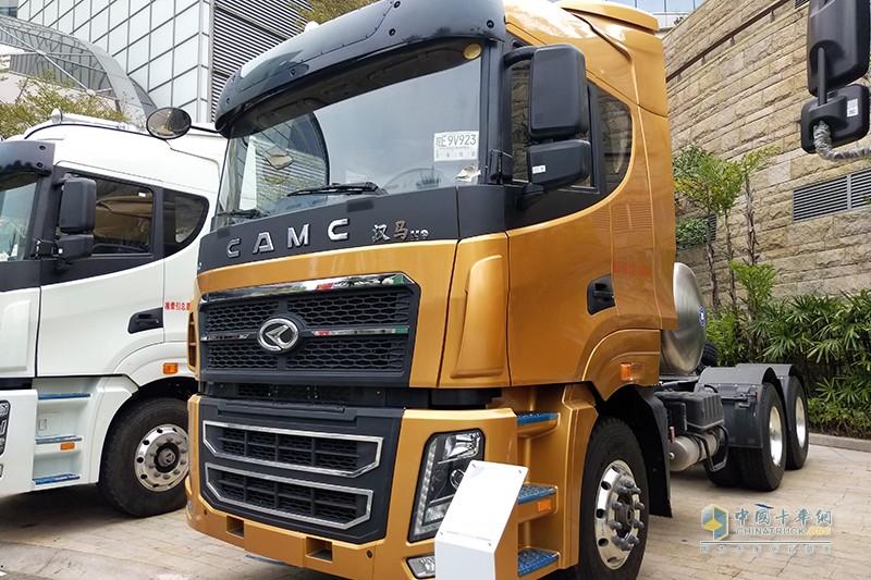 华菱星马 汉马H9 6×4 410马力 旗舰版 LNG/CNG牵引车(低地板)