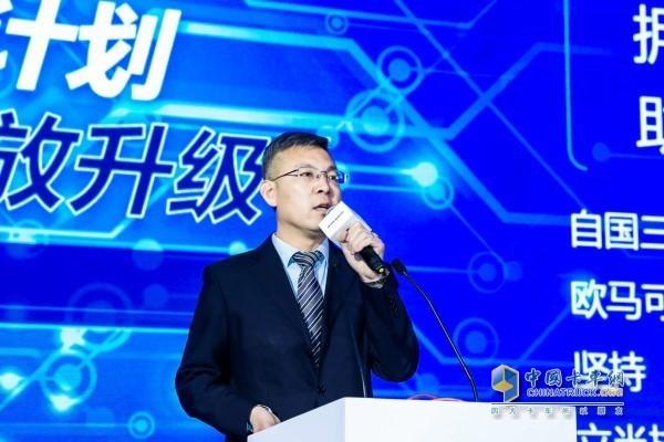 欧马可事业部营销公司高级经理闫方杰先生介绍欧马可国三置换政策