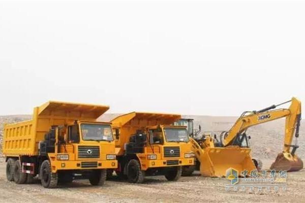 XG90宽体自卸车造型美观,性能可靠;搭载潍柴430马力发动机、法士特变速箱和35吨双驱后桥,额定载重可达60吨