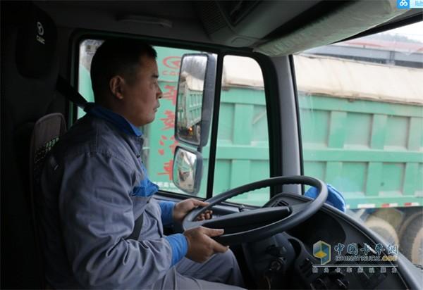 华菱星马自卸车的驾驶舒适