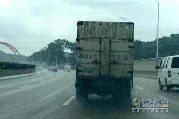 维修小技巧 卡车动力不足与冒烟有何关系?