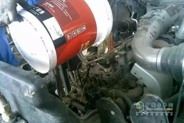 冷车加机油