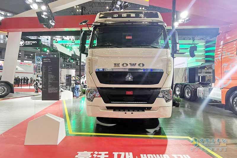 中国重汽展台低调有内涵 无人驾驶底气十足