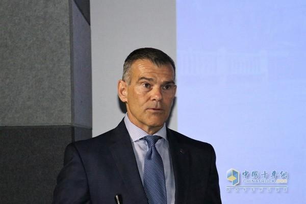 艾里逊变速箱全球市场营销、销售及服务高级副总裁John Coll