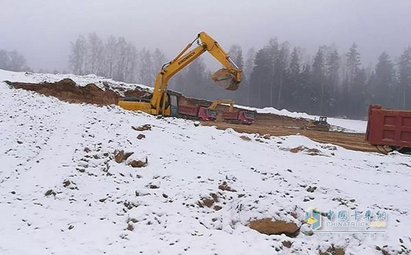 明斯克的积雪下冻土层厚达一米多