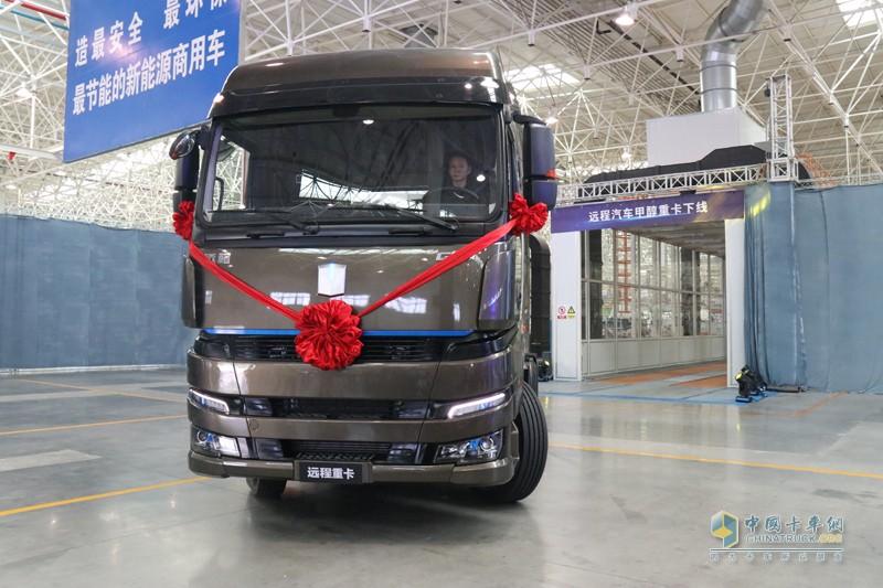 在关键总成如变速箱、驱动桥等零部件上与国内主流重卡厂家配套资源相同,最大程度的保证整车可靠性。