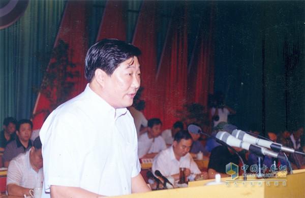 谭旭光担任潍坊柴油机厂厂长,并提出约法三章
