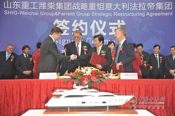 2012年山东重工潍柴集团战略重组全球最大豪华游艇商法拉帝集团签约仪式