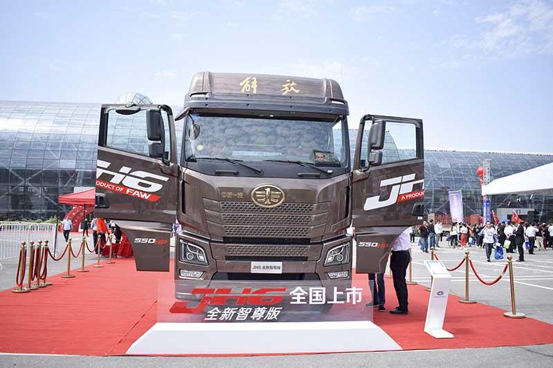 青岛解放JH6 6X4智尊版高顶平地板 550马力牵引车