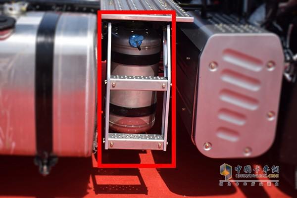 解放自主设计的铝合金圆柱尿素罐