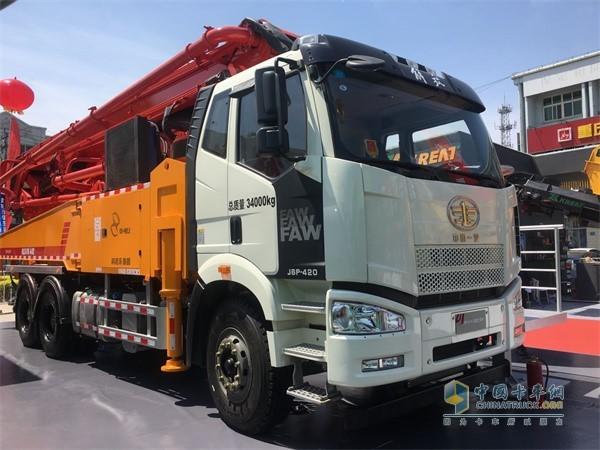 一汽解放J6P混凝土泵车搭载奥威CA6DM2国六柴油动力