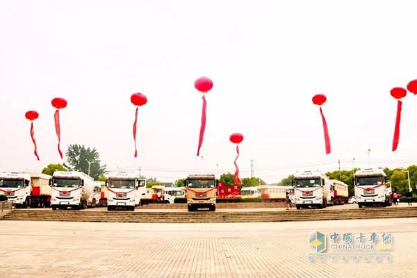 倡导绿色交通高峰论坛现场中集联合卡车LNG展车