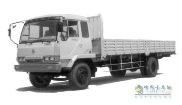 研制成功中国第一辆平头卡车