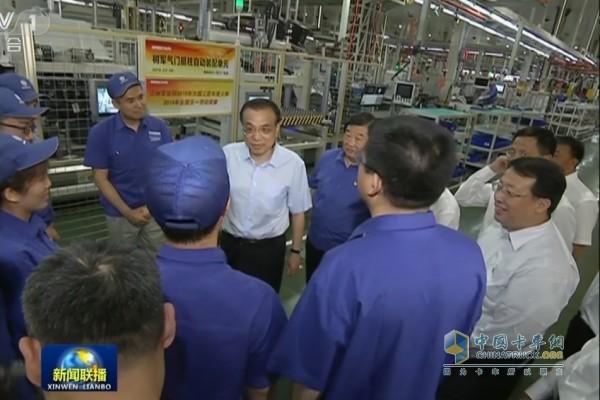 李克强总理叮嘱员工们要积极践行工匠精神