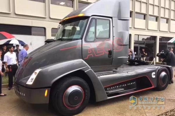 """康明斯电动动力总成安装在原型七级""""urban hauler""""电动卡车上"""