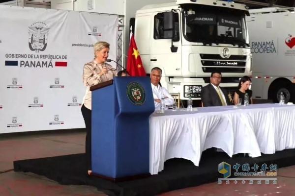 巴拿马总统夫人亲自接收了并对产品性能、服务支持给予肯定