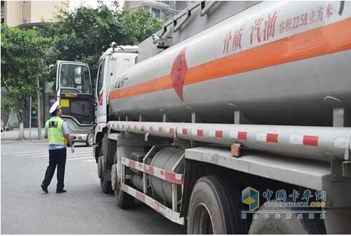河北省对危化品运输车严查4个月