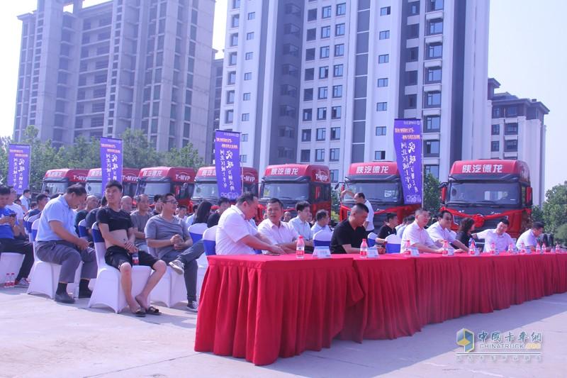 活动现场来自渠道、用户共计200人参与活动