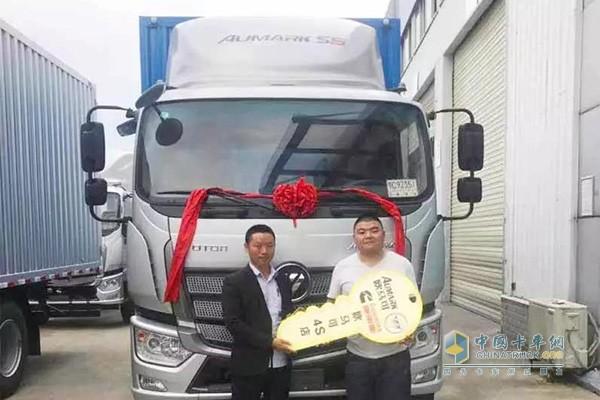 陈师傅首次购买欧马可S5中卡