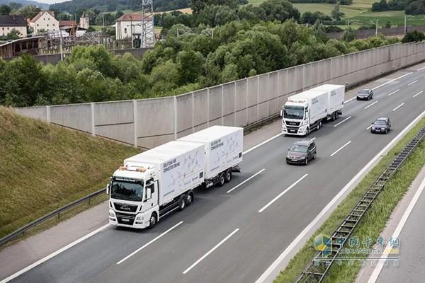 曼恩卡车上的列队驾驶技术系统在98%的情况下都能平稳运行